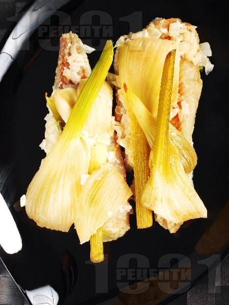 Печена риба треска с резене и сметана във фолио на фурна - снимка на рецептата